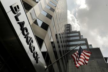BlackRock sermonne des centaines d'entreprises)