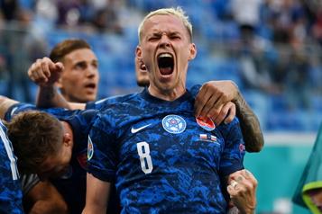 Euro La Slovaquie surprend la Pologne de Lewandowski)