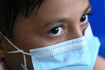 COVID-19 à l'école Le variant Delta est-il pire pour les enfants? Non, il est juste plus contagieux )
