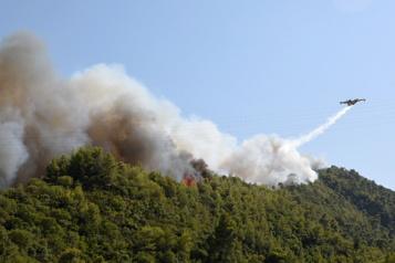 Incendies de forêt Des villages évacués en Grèce, les secours sur le qui-vive)