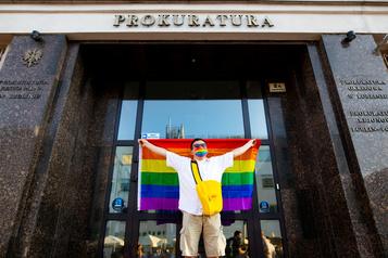 Pologne: manifestations de soutien après l'arrestation d'une militante LGBT)