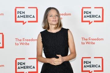 Jodie Foster et Awkwafina réclament la libération de trois écrivains iraniens
