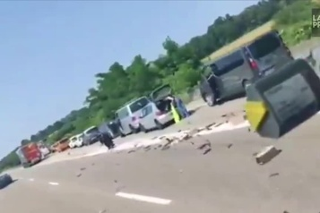 France Ruée sur des capsules de café tombées sur une autoroute)