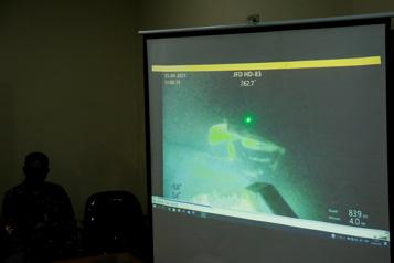 Une vidéo montre l'équipage du sous-marin indonésien disparu)