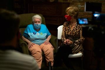 Jeannette, 95 ans, est une inconditionnelle de Trump)