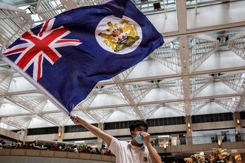 Boris Johnson évoque des millions de passeports pour les citoyens de Hong Kong)