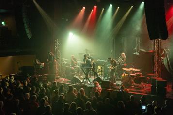 En tournée européenne Retour sur scène émotif pour Alex Henry Foster