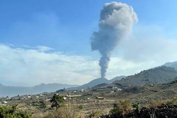 Canaries Après une courte pause, le volcan recrache des cendres)