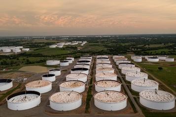 Le pétrole commence la semaine en petite hausse)