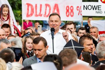 Pologne: le conservateur Andrzej Duda réélu président de justesse)