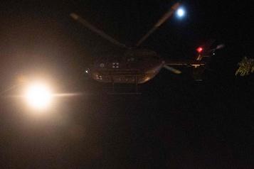 Enquête après un survol d'hélicoptère au-dessus des manifestants à Washington)