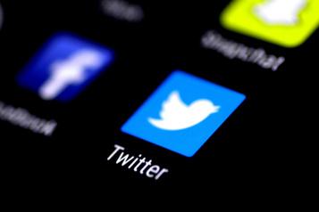 Articles bloqués Twitter modifie sa politique face à la colère des républicians)