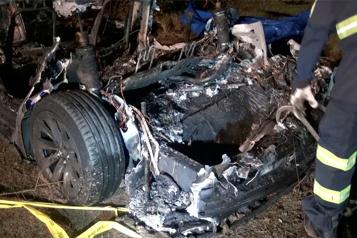 Tesla accidentée au Texas L'Autopilot ne pouvait pas être enclenché, l'enquête se poursuit)