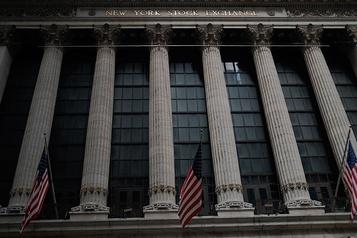 À Wall Street, le NASDAQ franchit la barre des 11000points)