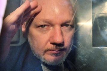 Julian Assange dit «entendre des voix» en prison)