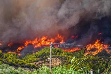 Incendies en Grèce Des dizaines de villages entourés par les flammes sur l'île d'Eubée)