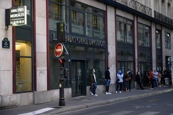 COVID-19 Près de 13500 nouveaux cas positifs en 24 heures en France)