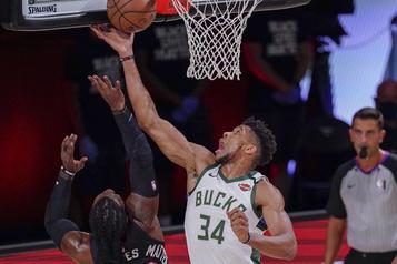 NBA: Giannis Antetokounmpo est le joueur de l'année)