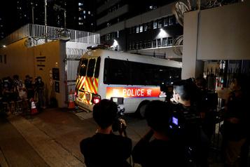 Quatre étudiants arrêtés à Hong Kong en vertu de la nouvelle loi)