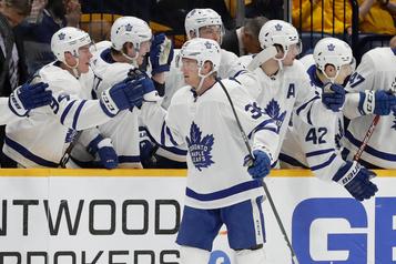 Maple Leafs 5 - Predators 2: une passe de quart-arrière de Sandin