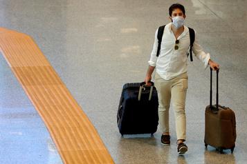 Les compagnies aériennes demandent un dépistage rapide de chaque voyageur)