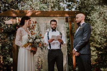 Mariages réinventés en petits comités)