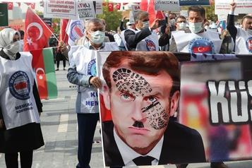 La crise diplomatique entre la France et la Turquie s'intensifie)