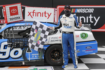 NASCAR Xfinity: Chase Briscoe l'emporte à Darlington; Alex Labbé termine 17e)