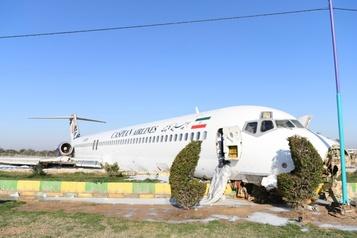 Iran: un avion de ligne finit son atterrissage sur une autoroute