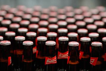 La pandémie fait fondre la fortune du magnat de la bière InBev)