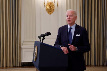 Biden veut vacciner encore plus d'adultes et inclure les adolescents)