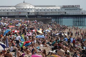 L'Europe en alerte face à une vague de chaleur sur fond de coronavirus )