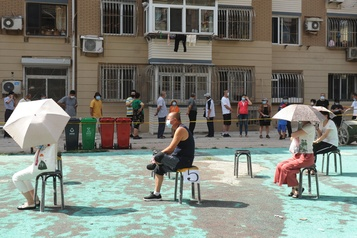 Chine: un foyer diffuse la COVID-19 dans cinq régions, dont Pékin)