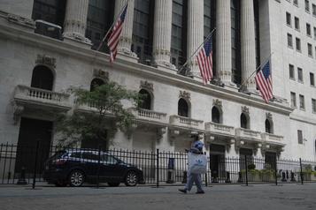 Wall Street finit le mois dans le vert)