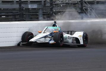 500Miles d'Indianapolis: Alonso touche le mur, Dixon le plus rapide)