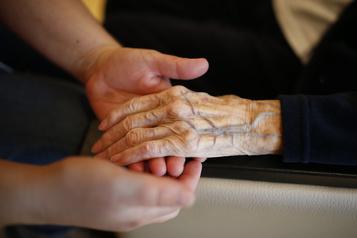 Les retards dans le déploiement des soins palliatifs à domicile décriés