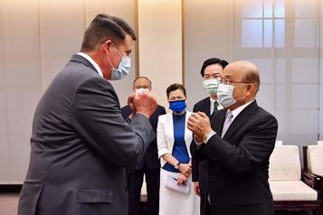 Sous-secrétaire d'État américain à Taïwan: la Chine réplique avec des exercices militaires)