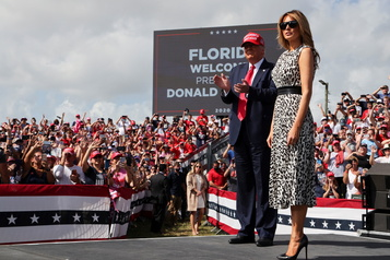 En Floride Trump vante une croissance «explosive», Biden en mode «au volant»)
