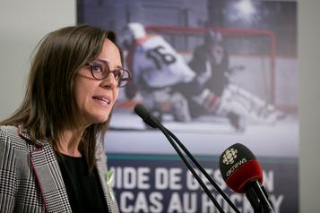 Place des femmes: les ministres de la CAQ sur la défensive