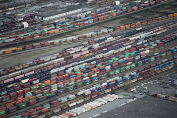 Le déficit commercial du Canada s'est rétréci en mai)