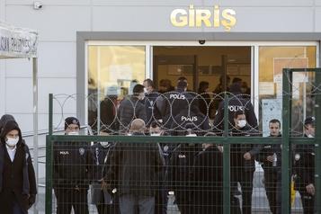 Turquie 337 personnes condamnées à la prison à vie dans un procès du putsch manqué)