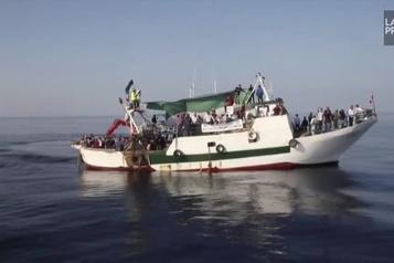 Soccer Départ vers l'Italie de 300partisans tunisiens en colère)