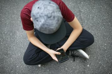 Une nouvelle étude sur les jeunes, leur téléphone et les réseaux sociaux)