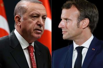 Erdogan critique l'attitude de Macron envers les musulmans de France)