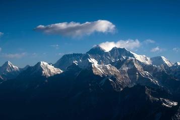 COVID-19: le Népal ferme l'Everest