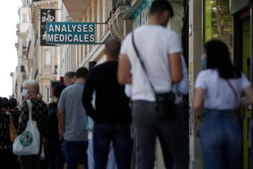 COVID-19: le nombre de cas positifs continue d'augmenter en France)