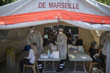 COVID-19 De nouvelles restrictions fortement contestées en France)
