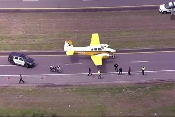 Un atterrissage d'urgence sur une autoroute du Missouri)
