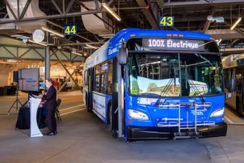 Ottawa offre aux municipalités 2,5milliards pour l'achat d'autobus électriques)
