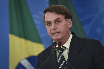 «Le Brésil ne peut pas s'arrêter», assure Bolsonaro en défiant les consignes